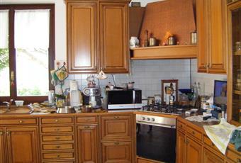 Cucina interno 2  - con portafinestra sulla terrazza del giardino Piemonte AL Belforte Monferrato