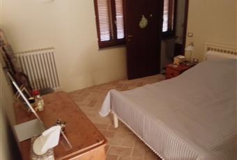 Il pavimento è piastrellato, la camera è luminosa Abruzzo TE Atri