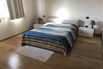Il pavimento è di parquet, la camera è luminosa  Piemonte AL Villanova Monferrato