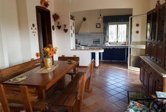 Il pavimento è piastrellato, la cucina è luminosa Sicilia AG Aragona
