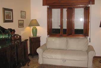 Il pavimento è piastrellato, il salone è luminoso Toscana LU Lucca