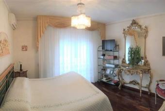 Il salone è con soffitto a volta, il pavimento è piastrellato, il salone è con camino, la cucina è luminosa, luminoso, il pavimento è di parquet, la camera è luminosa Emilia-Romagna RN Rimini