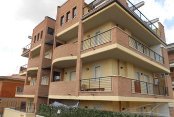 Ampia camera con porta finestra su terrazzo Lazio RM Castel Gandolfo