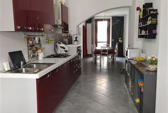 La cucina è luminosa grazie alla luce proveniente dalle due porte finestre. La cucina, decisamente in ottimo stato, verrà lasciata all'acquirente Piemonte TO Ivrea