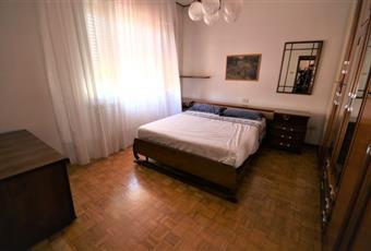Il pavimento è di parquet, e la stanza è di ampia dimensione, la camera è luminosa Veneto RO Rovigo