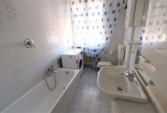 In perfetto stato sviluppato in lunghezza, illuminazione naturale e finestra di grandi dimensioni. C'è tutto, compreso la lavatrice ed una grande vasca da bagno Veneto RO Rovigo