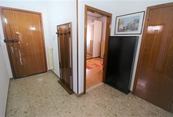 Accesso in casa tramite un corridoio e non direttamente in una stanza, pavimentazione in marmo, portoncino d'ingresso di sicurezza.  Veneto RO Rovigo
