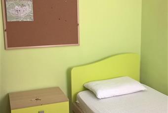 Il pavimento è di parquet, la camera è luminosa e spaziosa Marche PU Urbino