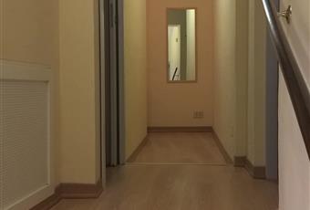 Ingresso e corridoio luminoso con finestra Marche PU Urbino
