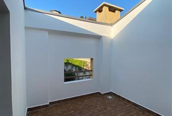 Mansarda luminosa, con terrazzino raccolto verso il verde, nessun rumore, bagno e antibagno con doccia, angolo cottura, caminetto e ripostiglio ampio e sospeso  Veneto VR Verona