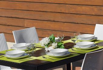 Terrazzo sul verde con possibilità di arredi esterni ed ombrellone Veneto TV Treviso