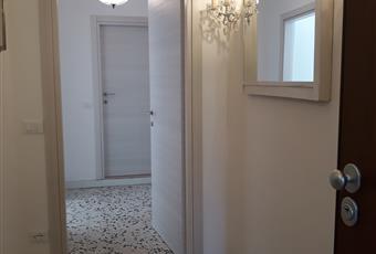 Corridoio molto elegante con porta blindata e scarpiere Marche FM Fermo