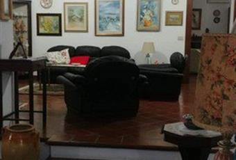 Il salone è luminoso, il pavimento è di parquet Puglia TA Grottaglie