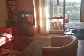 Il salone è luminoso, il pavimento è piastrellato Lazio RM Sacrofano