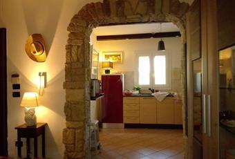 Il pavimento è piastrellato, il salone è luminoso Puglia BR Brindisi