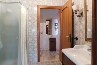 Il bagno è dotato di doccia Lazio LT Formia