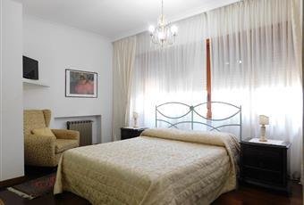Camera matrimoniale con pedana in parquet Lazio LT Formia