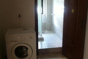 La stanza è poco luminosa, vi prende posto la lavatrice Puglia TA Palagiano