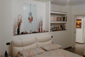 ampia finestra che rende la camera luminosa Piemonte AL Novi ligure