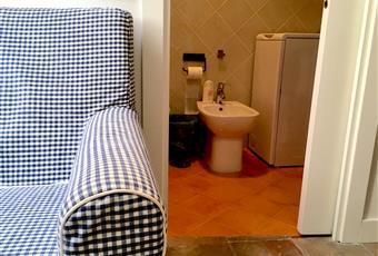 Dallo studiolo si accede al bagno provvisto di tutti i sanitari e attrezzato con lavatrice ed asciugacapelli.  Campania NA Napoli