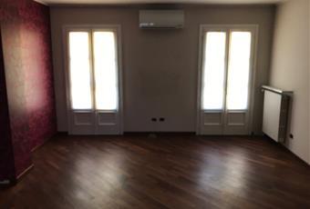 Sala luminosissima perché servita da due porte finestre per cadere al terrazzo Piemonte AL Alessandria
