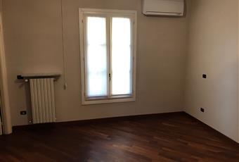 ampia camera da letto matrimoniale dalla quale si accede direttamente al bagno primvato Piemonte AL Alessandria