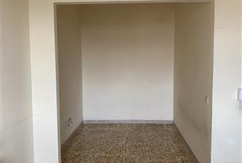 La camera da letto è dotata di una stanza aggiuntiva, utilizzabile ad esempio come cabina armadio Toscana PO Prato