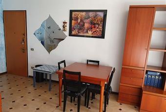 Il pavimento è piastrellato, il salone è luminoso, il pavimento è di parquet Lombardia VA Luino
