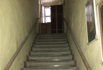 Dall'entrata del palazzo si accede a un lungo corridoio dal quale, a destra inizia lo scalone che conduce al piano superiore. Il piano superiore è formato da sei vani. Emilia-Romagna RN Talamello