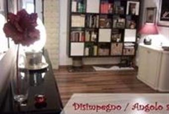 Il salone è luminoso, il pavimento è di parquet Lazio RM Fonte Nuova