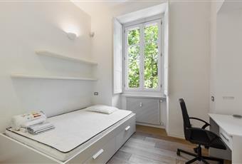 La camera è luminosa, il pavimento è di parquet Piemonte TO Torino