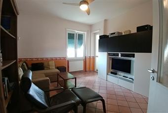 Soggiorno, con accesso alla veranda, altezza soffitto 3.10 m Lazio RM Velletri