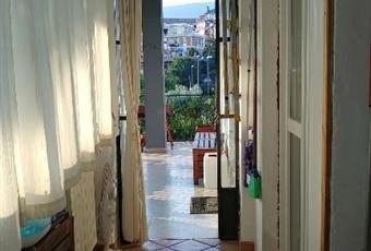 Veranda molto luminosa, con finestre e termosifone, accede al balcone Lazio RM Velletri