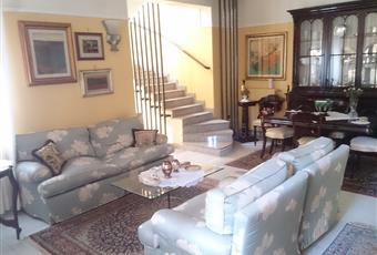 doppi vetri, porta blindata, terrazzino attiguo Puglia BA Corato