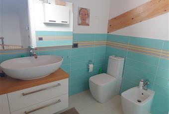 Il bagno è luminoso e si trova al piano mansardato con doppio servizio e ampia doccia Piemonte AL Castellazzo Bormida