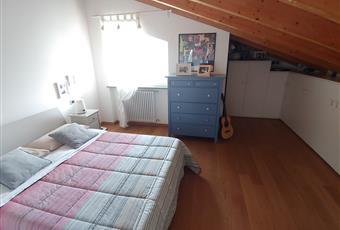 La camera è luminosa, il pavimento è di parquet come in tutta l'abitazione, zona armadi. Piemonte AL Castellazzo Bormida