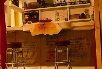 Il salone è con travi a vista Toscana PI Bientina