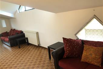 Il salone è molto ampio e si sviluppo in lunghezza e può essere facilmente suddivisa in area pranzo, camino con sedute perimetrali, area relax per divani e televisione Emilia-Romagna BO Lizzano in Belvedere