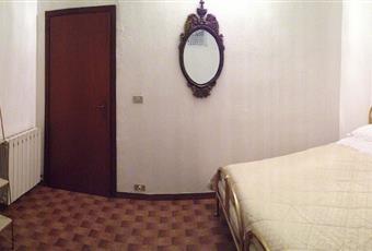 La seconda camera ha un lucernaio che permette l'ingresso della luce naturale. Anche in questo caso può ospitare fino a 3 posti letto.  Emilia-Romagna BO Lizzano in Belvedere