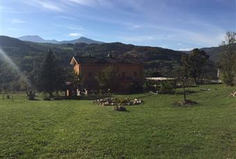 L'ampio giardino comune con barbecue e gazebo per trascorrere in relax all'aria aperta la propria giornata Emilia-Romagna BO Lizzano in Belvedere