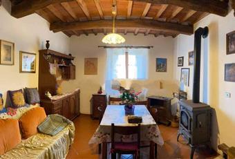 Il salone è luminoso, il salone è con travi a vista Toscana PO Vernio