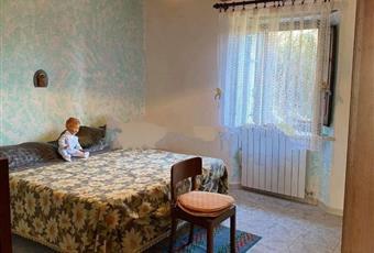 Il pavimento è piastrellato, la camera è luminosa Toscana PO Vernio