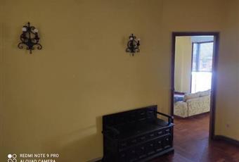 Il pavimento è di parquet, il salone è luminoso Liguria SP La Spezia