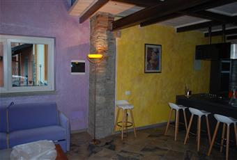 ampio salone open space è con travi a vista, luminosissimo  Piemonte VB Verbania
