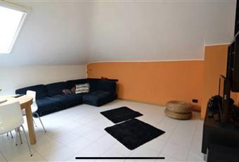 Il pavimento è piastrellato. Sala arredata con divano e mobilio. Lombardia LO Lodi