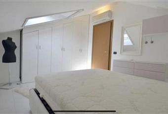 Pavimento piastrellato, camera molto luminosa completamente arredata su misura Lombardia LO Lodi