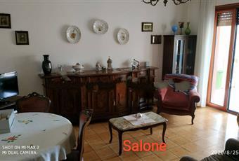 Il salone è luminoso, il pavimento è piastrellato Campania AV Nusco