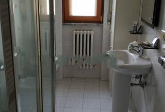Il bagno è luminoso, il pavimento è piastrellato Campania AV Nusco