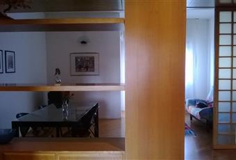 Ampio salone diviso in ambienti particolari da una struttura che sorregge controsoffitto Puglia BR Brindisi