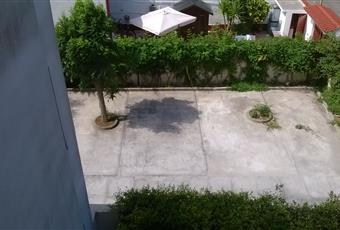 Un posto auto garantito ad ogni condomino più un paio a disposizione nel giardino condominiale se non dovesse bastare il box di 18 mq. Puglia BR Brindisi